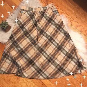 VINTAGE Midi Tan Plaid Circle Skirt with pockets.